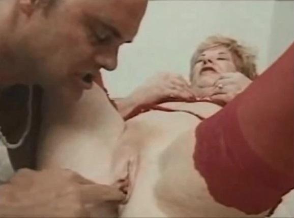Amateur omasex